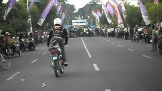 Repeat youtube video KKN (KOMUNITAS KING NGAWI) 003 KARNAFAL NGAWI 2011 SDC12031.AVI