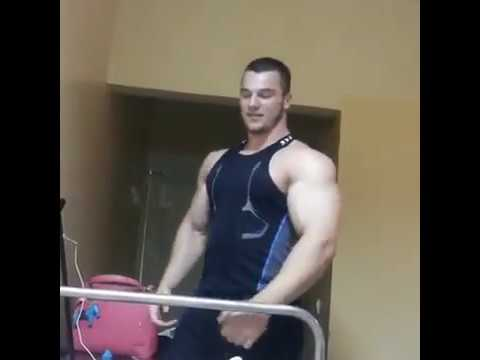 Bodybuilder and his Biceps Give a Patient a Lift.из YouTube · Длительность: 38 с