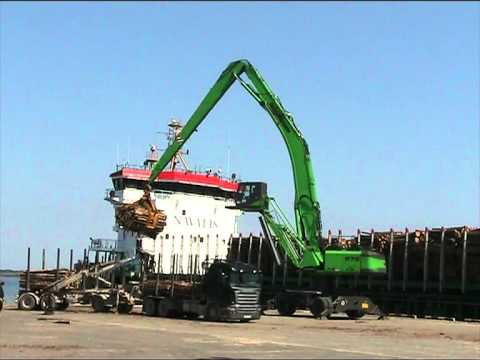SENNEBOGEN - Timber Handling: Material Handler 870 Mobile with 3,0 m² loggrab in ship  loading