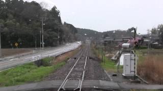 2012年4月22日撮影。あいにくの雨で視界が多少悪いですが、花咲くいろはラッピング車から撮影した前面展望の様子。笠師保駅の案内は...