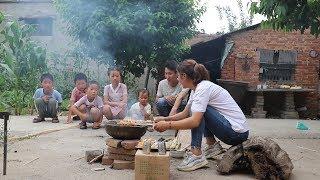 孩子们想吃土味烤串,妈妈说万物皆可烧烤,支个土锅台让吃啥点啥