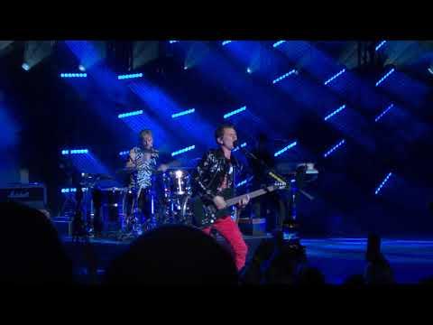 Muse - Showbiz (Live + crowd sings Happy Birthday to Chris) - Royal Albert Hall, London 3/12/2018