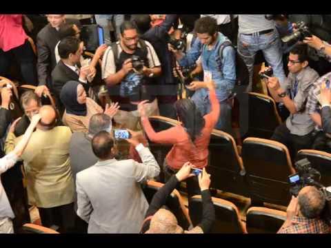 اخبار مصر | رقص بقاعة اعلان نتيجة الانتخابات - YouTube