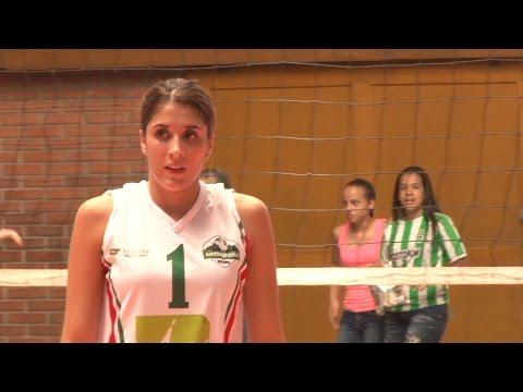 Daniela Ospina muestra su amor por el voleibol, viene de España a jugar copa élite en su tierra.