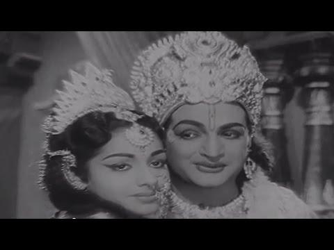 Sri Krishna Pandaveeyam || Priyuraala Siggelane Full Video Song || N.T.R, K.R.Vijaya