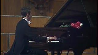 Mikhail Pletnev plays Scriabin etude op. 8 no. 12 - video 1983