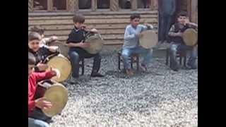 Дети Грузии-игра на барабанах