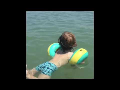 Bebek Yüzüyor / Myminibaby Kolluk Ile Ilk Yüzme / 2018 Yaz