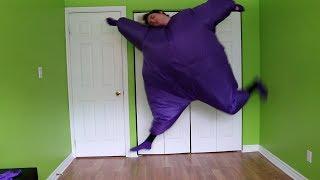 Baixar dancing to k-pop songs in a fat suit