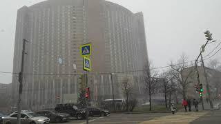 Смотреть видео Снег в Москве, улица Ярославская, отель Космос, 22.01.22 онлайн