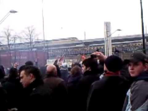 Ajax - Feyenoord 15-02-2009 charges van de ME op de paard thumbnail