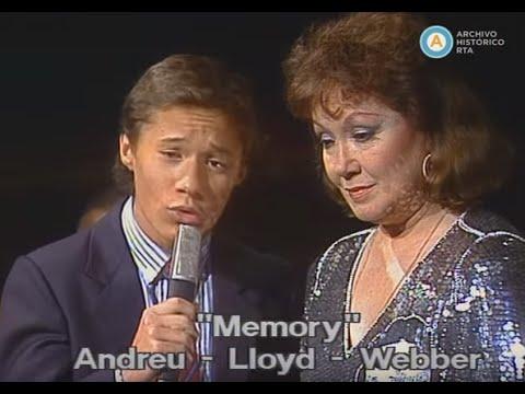 Lolita Torres canta junto a sus hijos Mariana y Diego, 1988