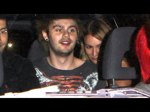 X17 EXCLUSIVE - 5SOS's Michael Clifford leaves Foo ...