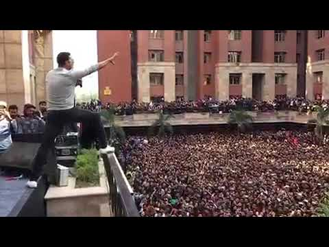 Akshay Kumar gonna jump on audience OMG thumbnail
