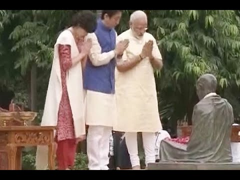 PM Modi & Japanese PM Shinzo Abe pay tributes to Mahatma Gandhi at Sabarmati Ashram