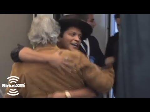 "Bruno Mars and Henry Winkler ""Love"" Each Other // SiriusXM // Stars"
