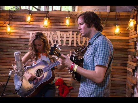 Pumphouse Sessions (S01E05) - Mandolin Orange - Daylight @Pickathon