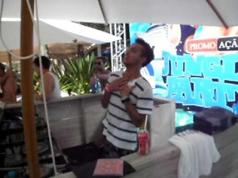 Filipe Guerra tocando PARADISE do OVERTRONICS