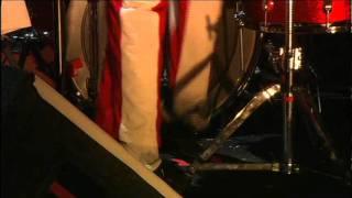 The White Stripes - Screwdriver + Passive Manipulation (live Glastonbury 2005) [HD]
