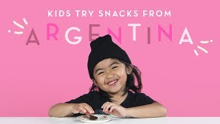 Baixar Kids Try Snacks From Argentina | Kids Try | HiHo Kids