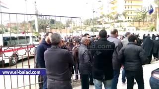 بالفيديو.. أحمد موسى يصل مسجد السيدة نفيسة لأداء صلاة الجنازة على الراحل عصام التونى