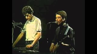 Los Prisioneros -  El Baile de los Que Sobran ,(en vivo estadio chile 1986)