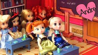 La reina se disfraza y hace bully a las princesas | Muñecas y juguetes con Andre para niñas y niños thumbnail