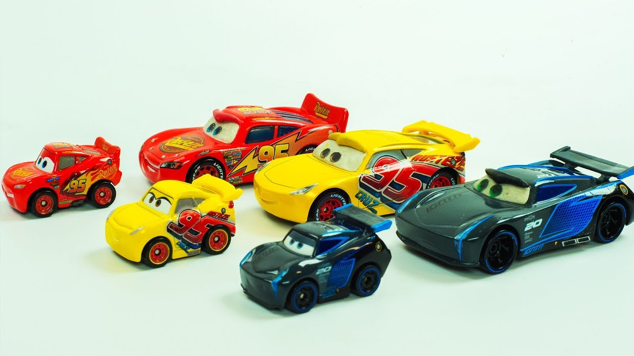 Mini Racers Jackson Storm, Cruz Ramirez & Lightning McQueen Transform into Mini Cars Race Toys