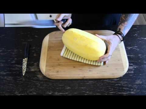 how to cut spaghettie squash