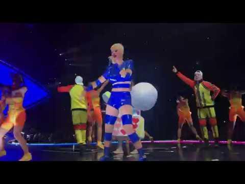 Katy Perry - Happy Birthday + Roar (Witness The Tour 2017 Chicago - Oct 25 Birthday Night)