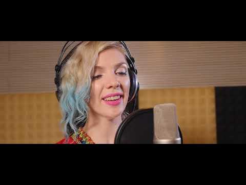 Ukraine beautiful singer sings Chinese traditional song of Hainan