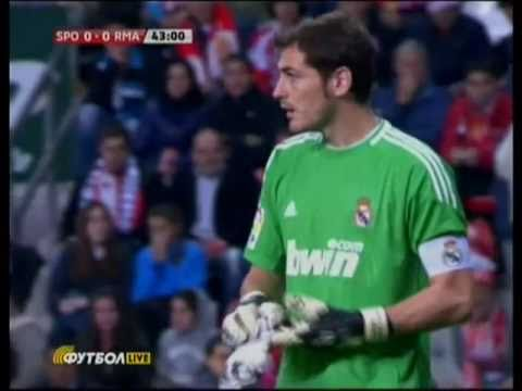 Iker Casillas great reaction save on newspaper attack ! (Sporting vs Real Madrid )