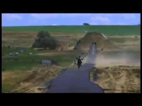 Рекордный прыжок на кроссовом мотоцикле