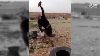 """شاهد.. يمني يحطم تلفازه غاضباً من """"أراب آيدول"""" بعد خسارة عمارشاركنا برأيك"""