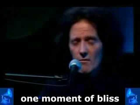 Gilbert O'Sullivan - « What's in a kiss » + subtitles