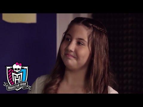 """Nazlı İlayda performansı ile Monster High """"Kayan Yıldızlar"""" şarkısı"""