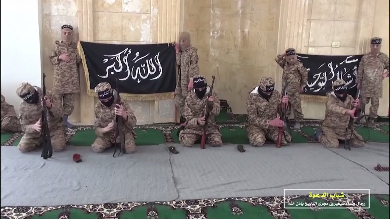 Школа «львят халифата»: в лагере ИГ обнаружены учебники для будущих террористов