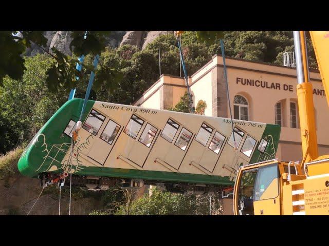 Arribada dels nous combois del funicular de la Santa Cova de Montserrat