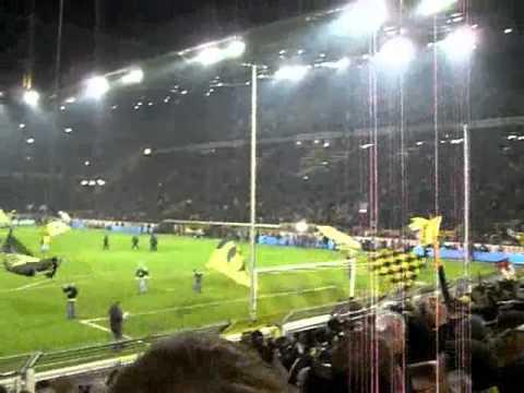 BVB - Glabdach - Stimmung vor dem Spiel - Konfetti