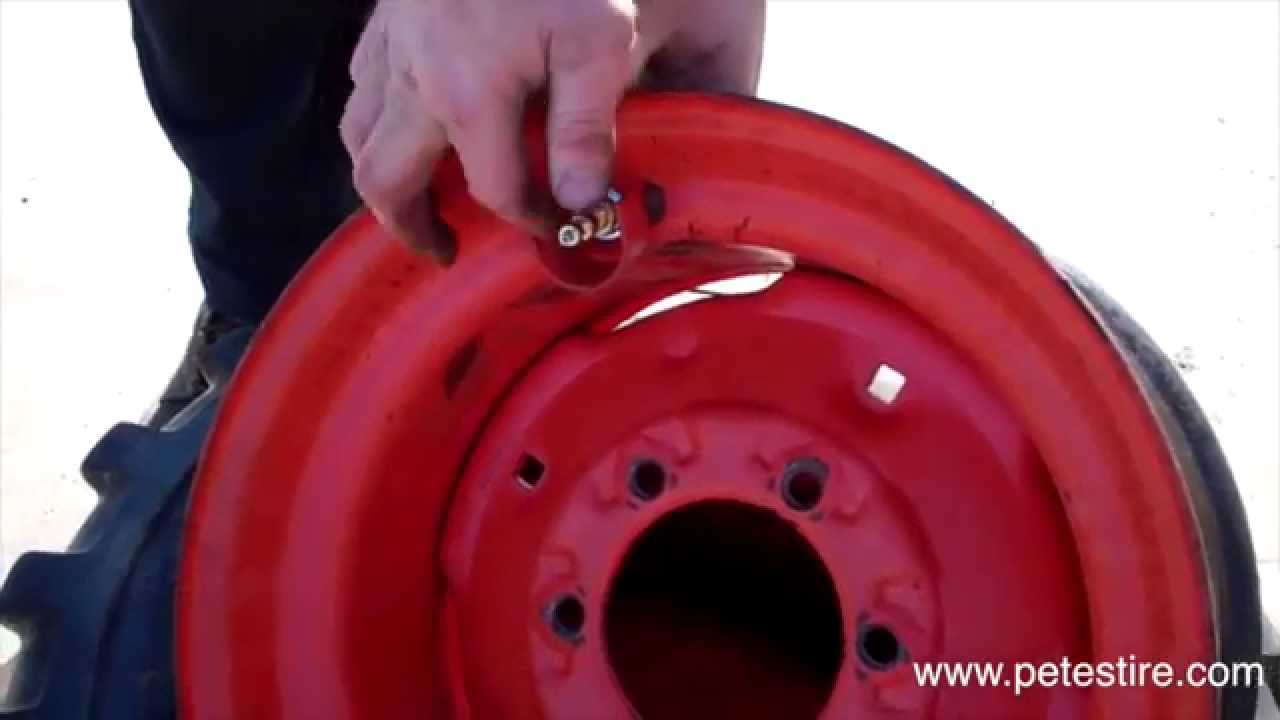 The Process Of Dismounting And Mounting A Skid Steer Tire Youtube
