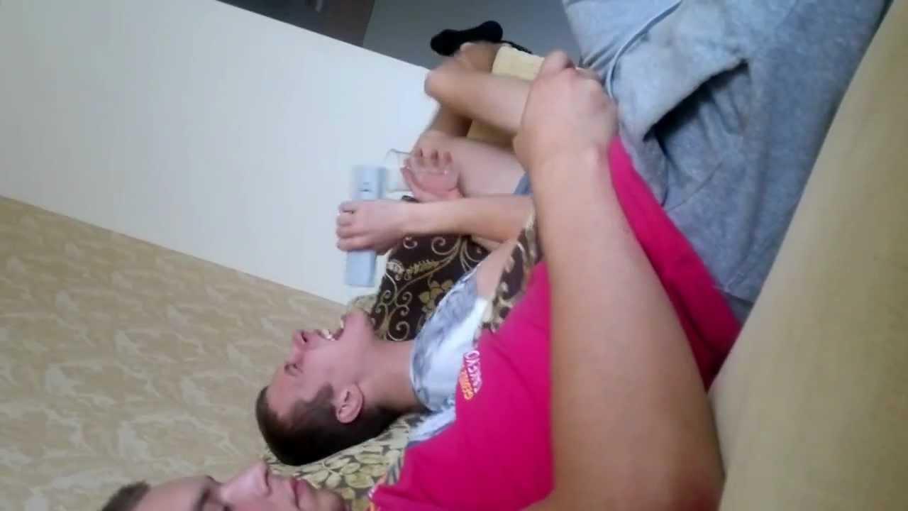 Мужик мастурбирует скрытая камера