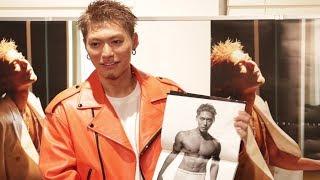 15日、EXILE SHOKICHIが初のソロ写真集「BYAKUYA」を発売し、都内でファ...