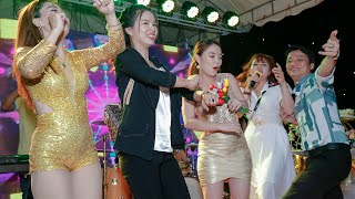 Những người đẹp những hoa hậu trong làng giải trí mừng Sinh Nhật Sang Lùn Ôm TiVi quá vui luôn.
