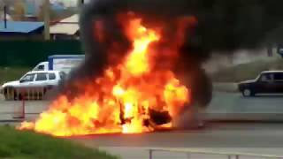 Gambar cover МЧС тушат горящий автомобиль