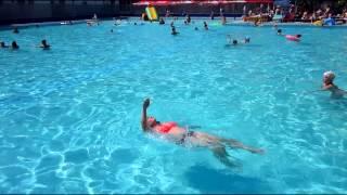 Купание в открытом бассейне с морской водой и горками. Адлер. Курортный городок.(Адлер. Курортный городок 20 Июня 2013., 2013-07-04T14:32:02.000Z)
