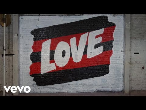 Chris Davis - The Chainsmokers & 5 Seconds of Summer! - 'Who Do You Love' (Lyric Video)