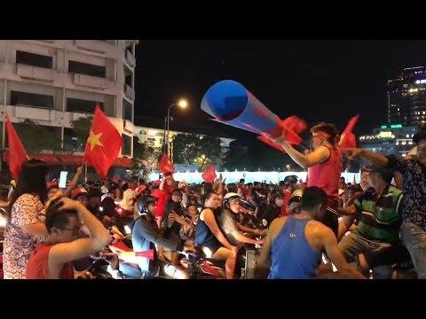 Sài Gòn THẤT THỦ Trong Niềm Vui CHIẾN THẮNG của ĐT Việt Nam trước Philippines | BK lượt về AFF Cup