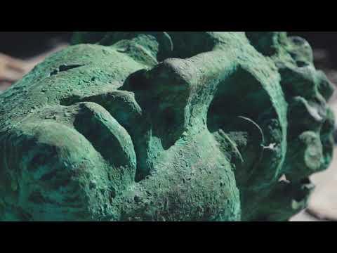 На Катеринославському бульварі II встановили скульптуру Атланта