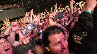 This was recorded at the front, Row 2 of the Barrier. It's very cra...