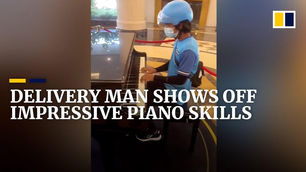 Download Delivery man shows off impressive piano skills in China
